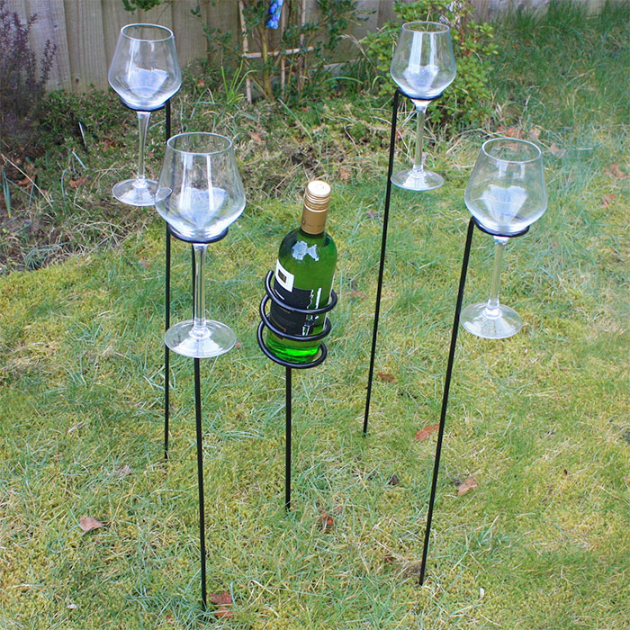 Woodside Outdoor Picnic BBQ Wine Bottle and 4 Glass Holder Stake Set